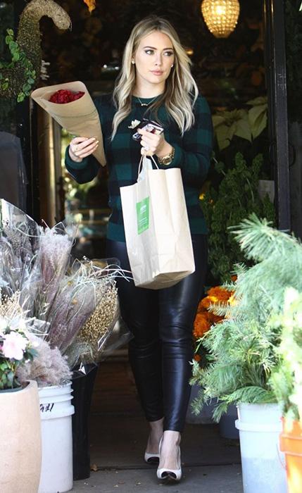 Foto Hilary Duff con Regalo di compleanno