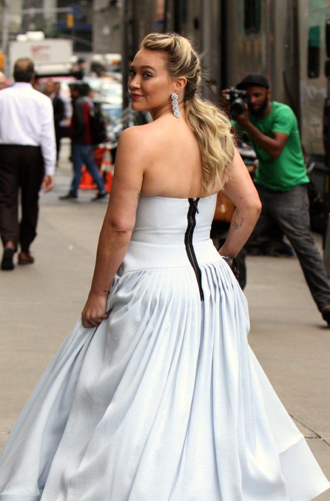 Hilary Duff principessa sul set di Younger
